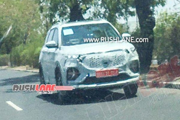 MG Hector Plus SUV Spotted Testing, Expected Price Rs 14 Lakhs