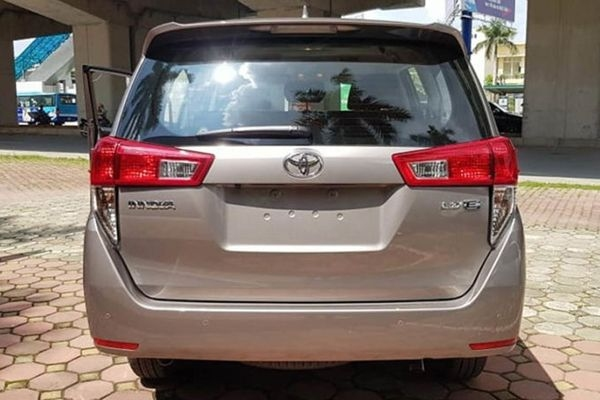 Toyota Innova Crysta Facelift launching today in India