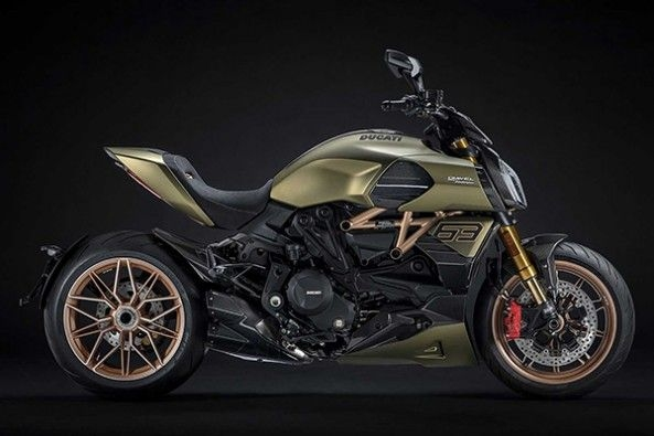 2021 Ducati Diavel Front Side