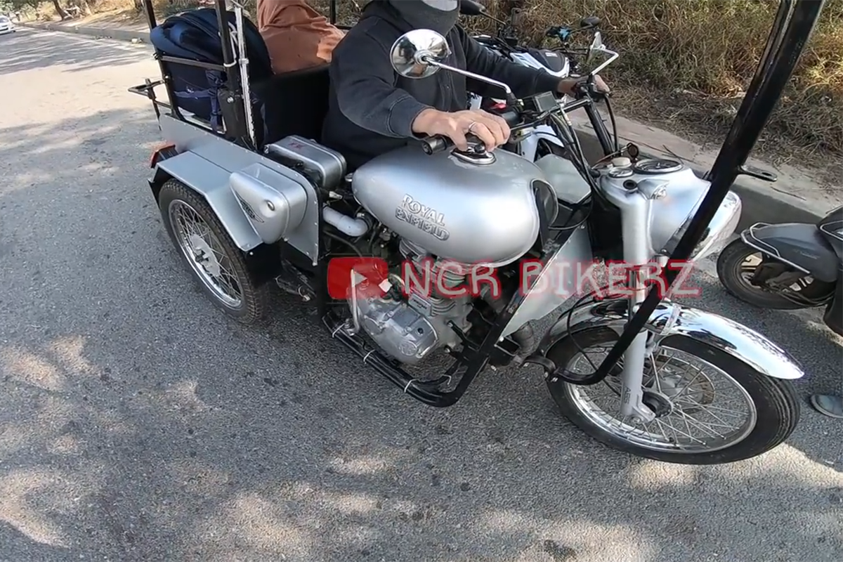 Royal Enfield Bullet 350 Converted into a Three-Wheeler