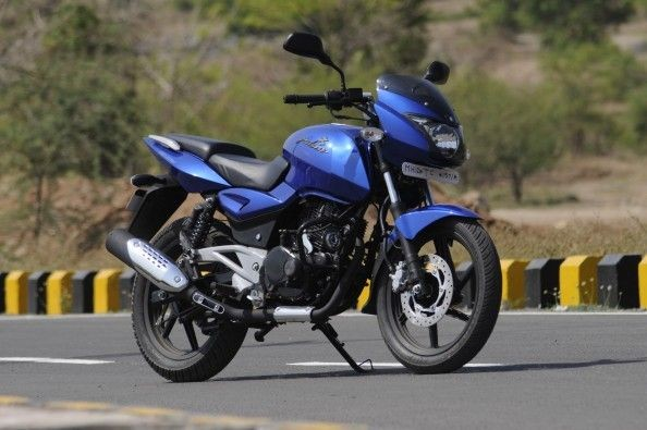 Additions like the tank-extensions taken from the 220 make this Pulsar look like a bigger bike.