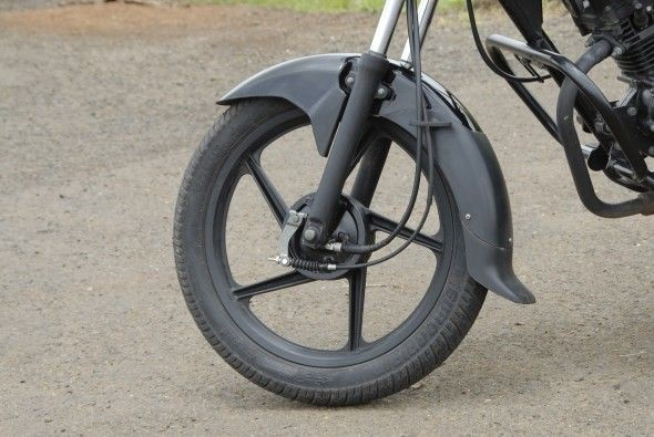 The all-black treatment to the five-spoke alloy wheels, front forks and engine give the bike a modern look.
