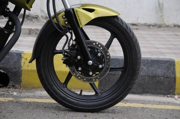 240mm front disc and 230mm rear disc setup offers good braking.