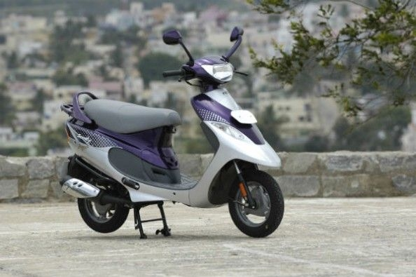 The scooter looks quite trendy even today.