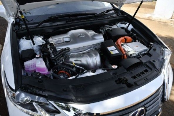 Lexus LS300h hybrid engine is shared with the Toyota Camry Hybrid
