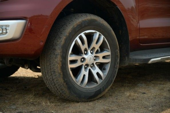 Ford Endeavour 18-inch alloy wheel