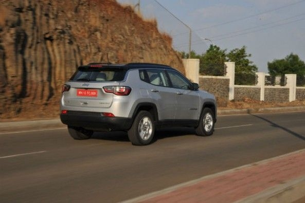 Jeep Compass rear tracking