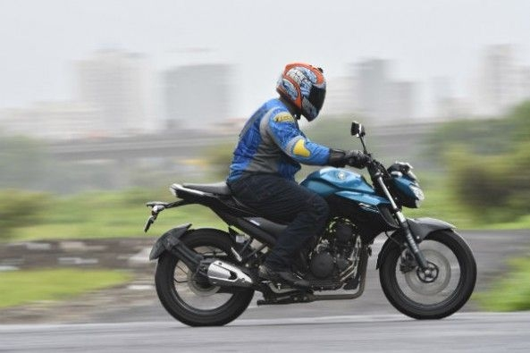 The FZ has a smooth ride, but you do feel some vibrations when you rev it hard.
