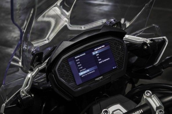 The new instrument cluster from the Street Triple.