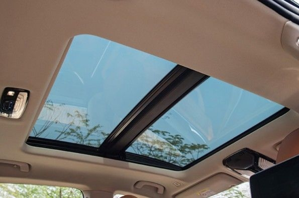 The large sunroof in the 6 GT.