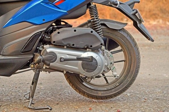 The engine is borrowed from the 125cc Vespa.