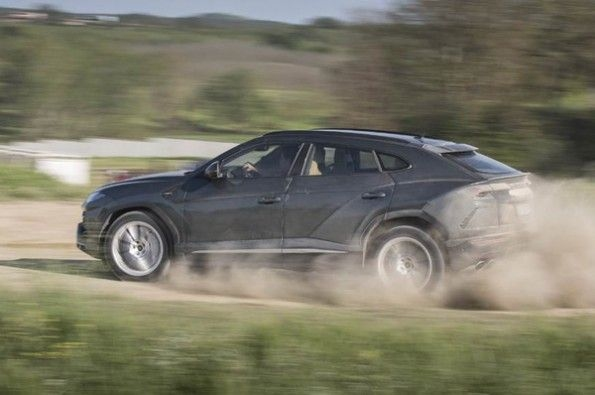 The Urus handles gravel impressively.