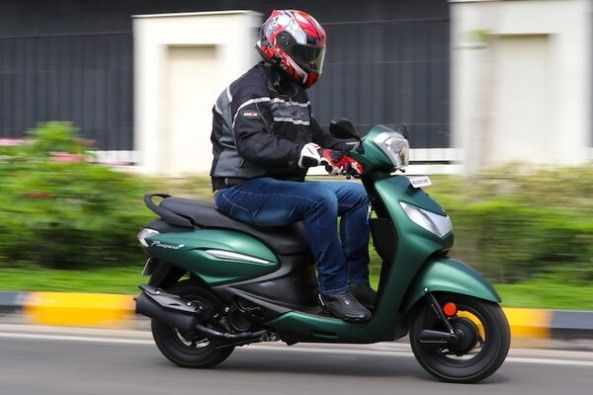 Green Color Hero Pleasure Plus Side Profile With Rider