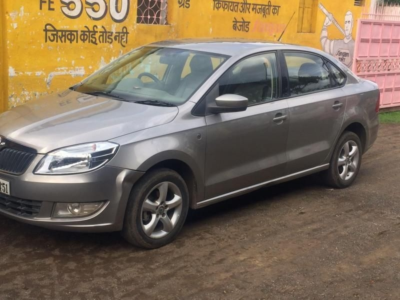 Skoda Rapid Elegance 1.6 TDI CR MT 2012