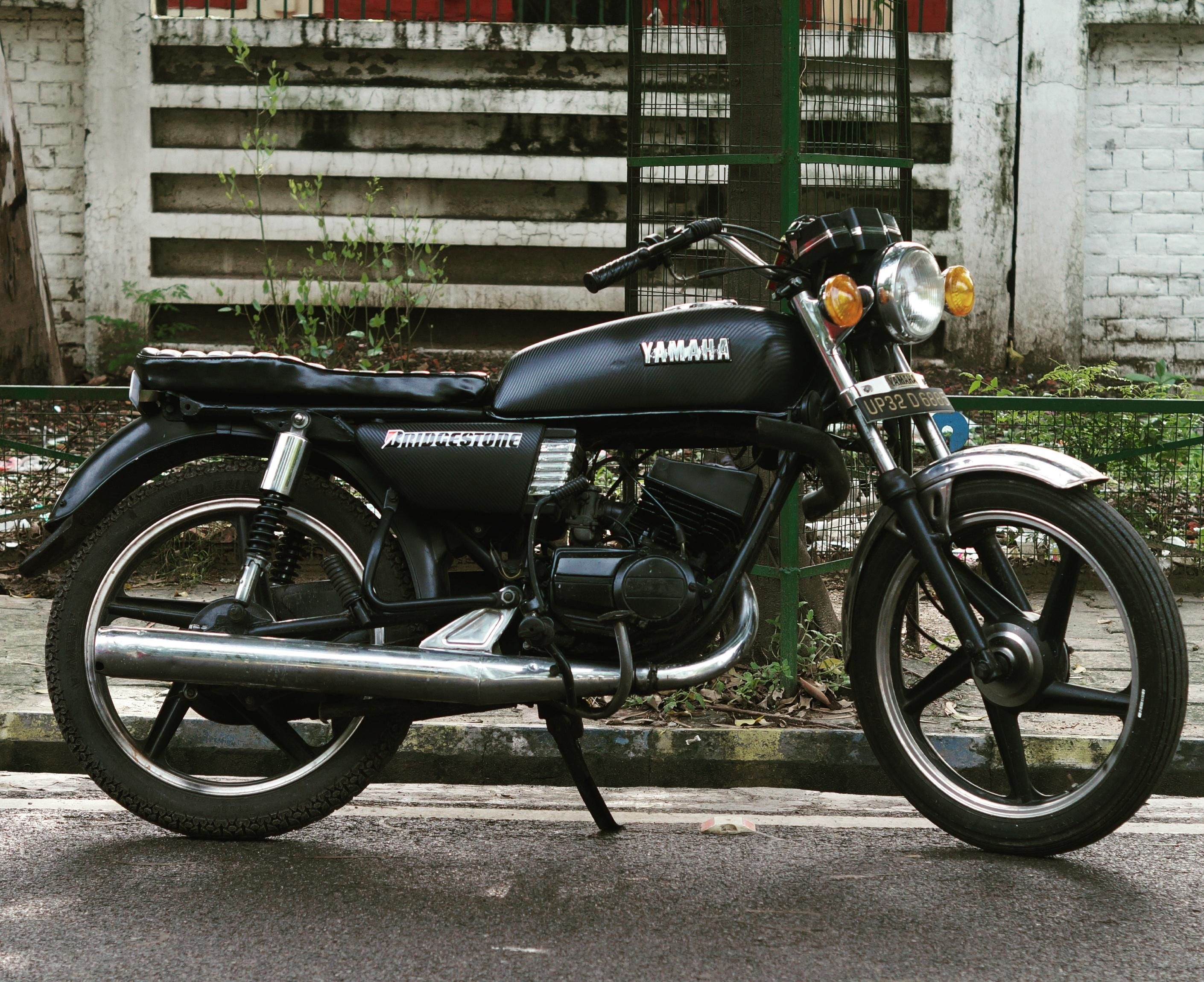 Yamaha Rx 100 Bike For Sale In Lucknow Id 1415851843 Droom