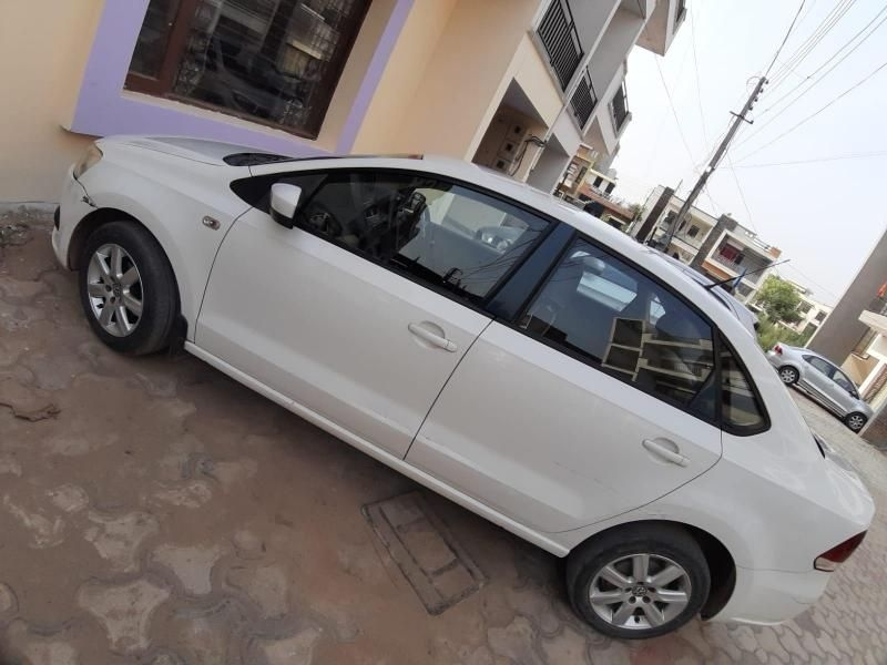 Volkswagen Vento 1.6L Highline Petrol AT 2012
